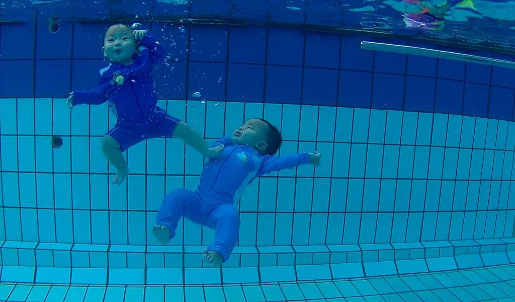 Josch Forbes & Joschika Faustine twin babies underwater