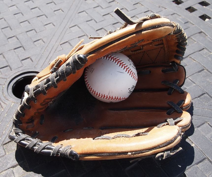 Choosing Perfect Youth Baseball Gloves – Things You Should ...